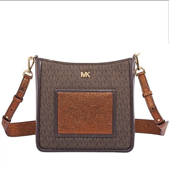 d396816a28d3cf Michael Kors Bags | Gloria Pocket Swing Pack | Poshmark